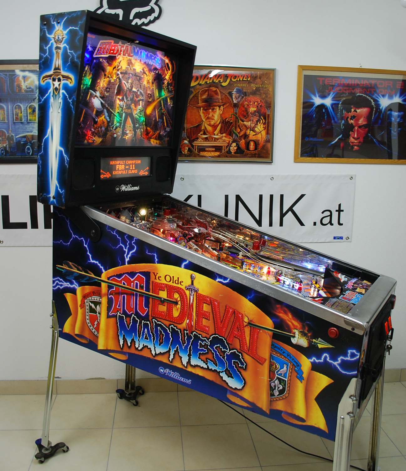 flipper pinball automaten auf lager in aufarbeitung zu verkaufen aktuell. Black Bedroom Furniture Sets. Home Design Ideas
